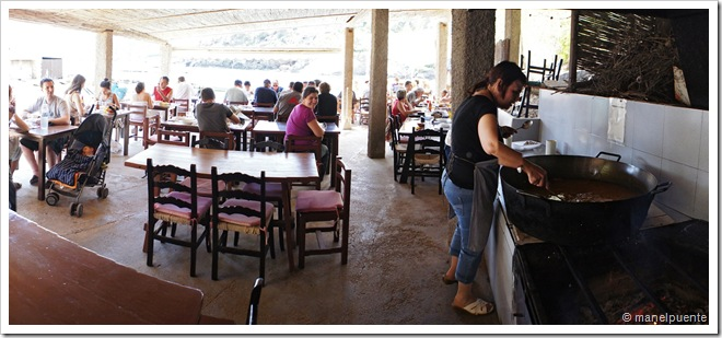 Menjant Bullit de peix al restaurant El Bigotes. Cala Mastella. Eivissa
