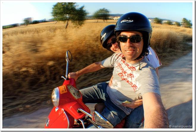 En moto per l'illa d' Eivissa