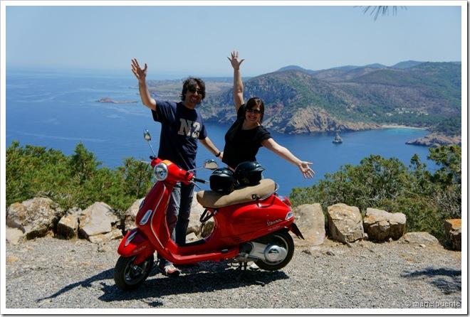 En moto per Punta de Sa Creu. Eivissa