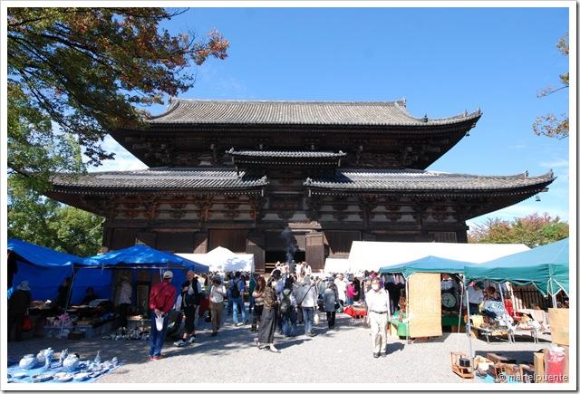 Mercat de Kõbõ-san el 21 de cada mes. Al recinte del temple Tõ-ji.