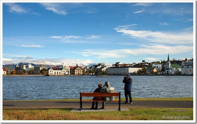 Llac Tjörnin a Reykjavik