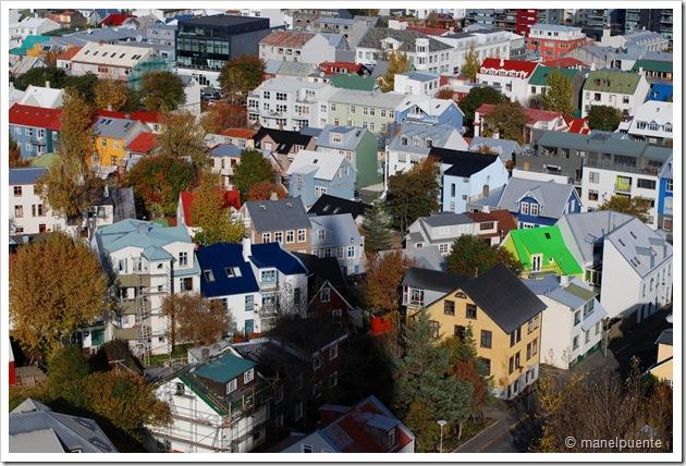 Vistes de la ciutat de Reykjavik des del mirador de l'esglèsia de Hallgrímskirkja