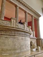 Balconada desde donde se observa la gran Puerta de Mileto
