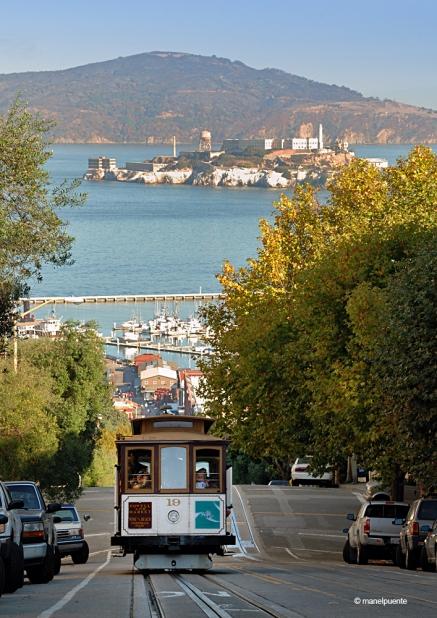 El famós tramvia de San Francisco amb Alcatraz al fons