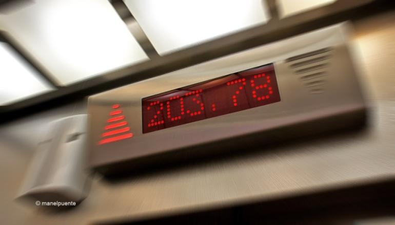 El ascensor nos indica la altura mientras ascendemos. El mirador se encuentra a 203 metros.