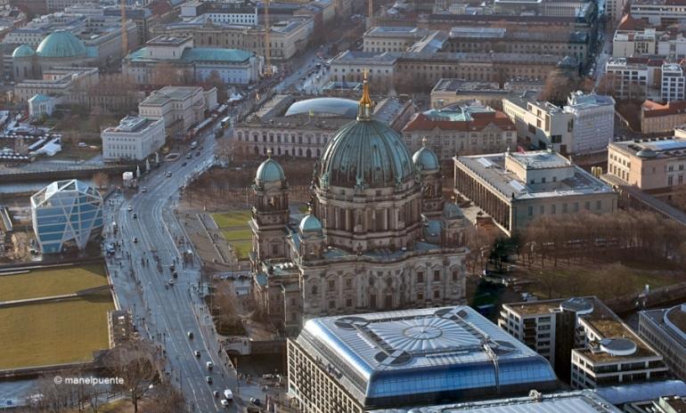 La Catedral o Berliner Dom, continua siendo imponente desde las alturas