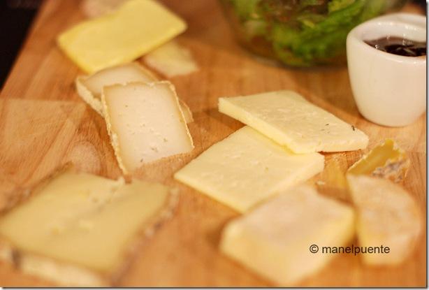 Taula de formatges al restaurant Un P'tit coin de cuisine, de Bonnieux. La Provence, França