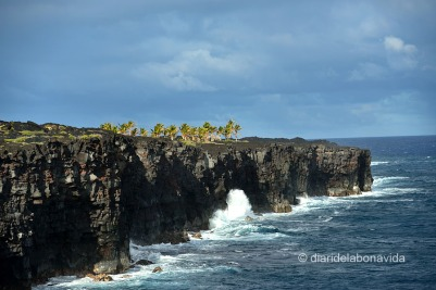La lava solidificada llega hasta el mar. Big Island