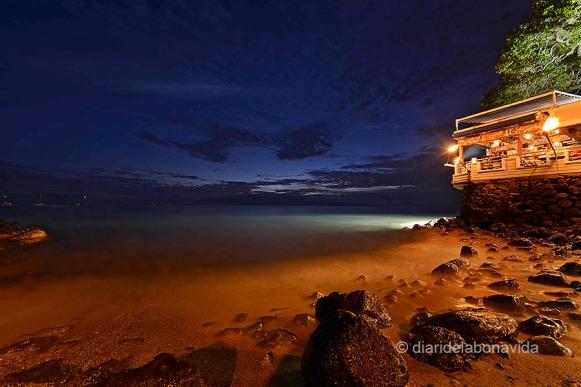 La nit arriba a Lahaina