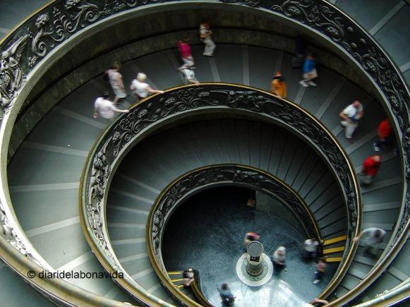 Una vez acabada la visita a los Museos, salimos por las famosas escaleras de Giuseppe Momo