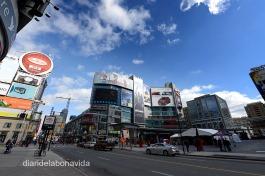 Dundas Square es el centro neurálgico de la ciudad