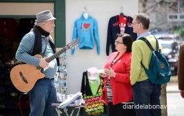 Turistas y músicos