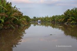 Navegando por el rio Seykonyer en Borneo