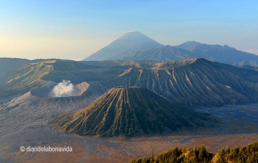 Una de las postales más típicas de Indonesia: el volcán Bromo