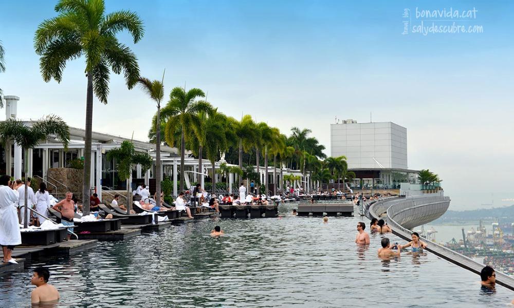 Un ba o a 200 metros de altura el hotel marina bay sands de singapur y su incre ble piscina - Ingresso piscina marina bay sands ...