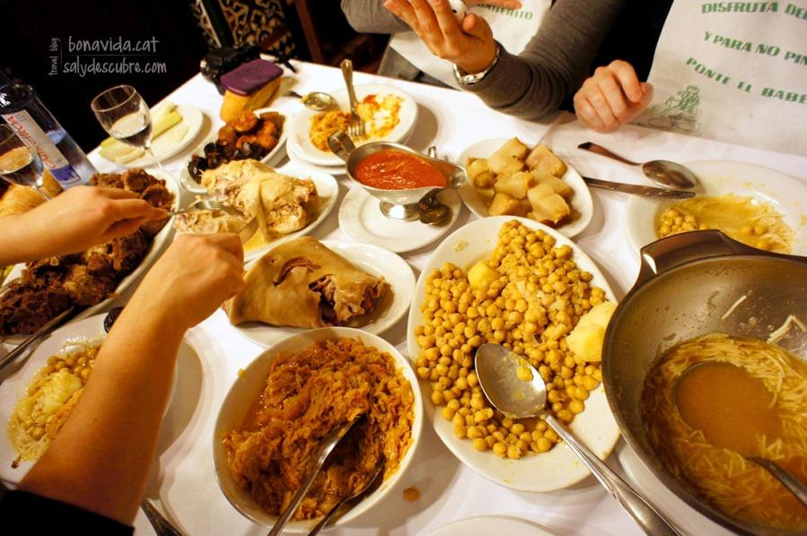 Degustando un increíble cocido madrileño