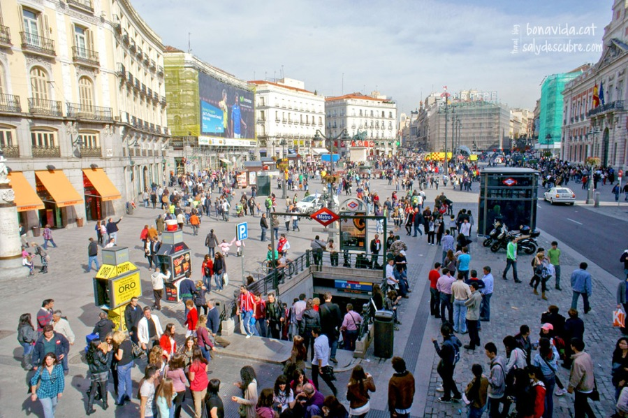 La Puerta del Sol siempre llena de gente
