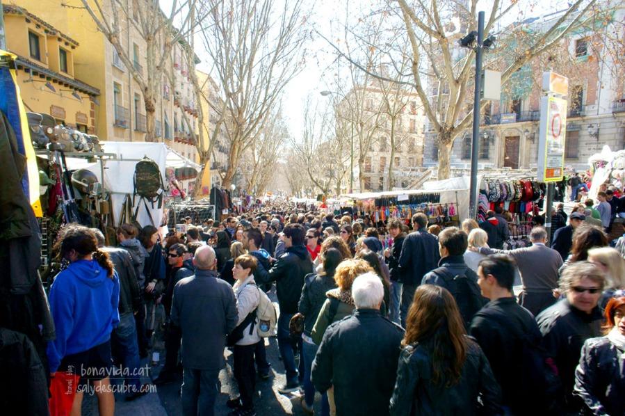 Cada domingo se llena de compradores y visitantes
